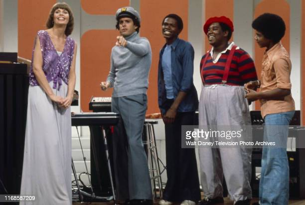 Toni Tennille Daryl Dragon The Captain and Tennille Ernest Thomas Fred Berry Haywood Nelson appearing on the ABC tv series 'The Captain and Tennille'