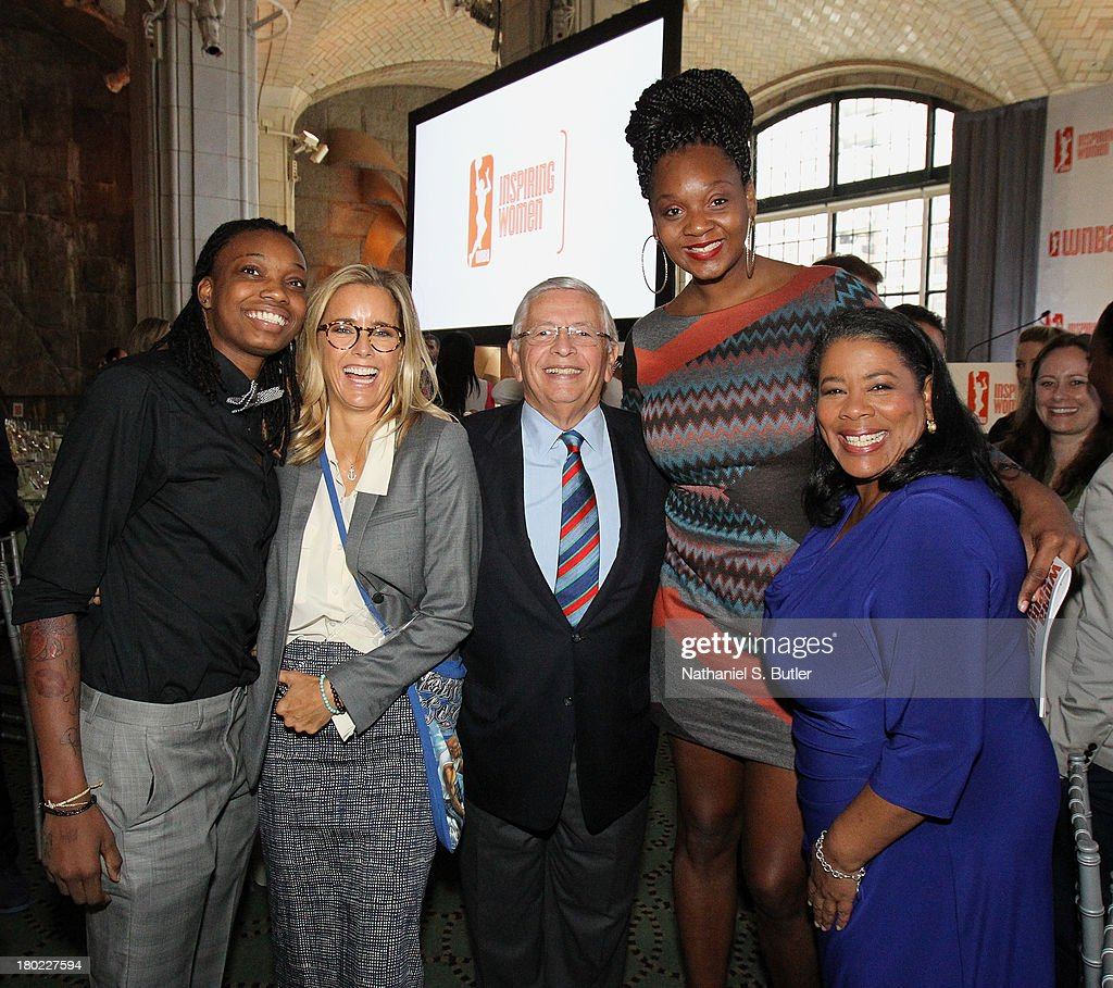 Toni Young #15 of the New York Liberty, actress Téa Leoni, NBA Commissioner David Stern, Kara Braxton #45 of the New York Liberty and the President of the WNBA, Laurel Richie pose for a picture at the 2013 WNBA Inspiring Women's Luncheon in New York City.