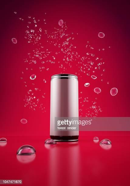 強壮剤は赤の背景にすることができます。 - 商品 ストックフォトと画像