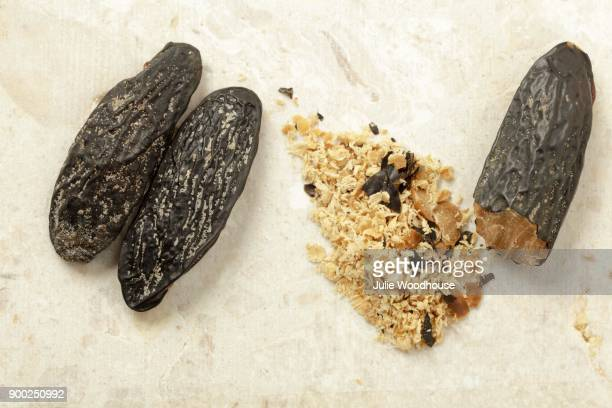 Tonka beans, whole and grated