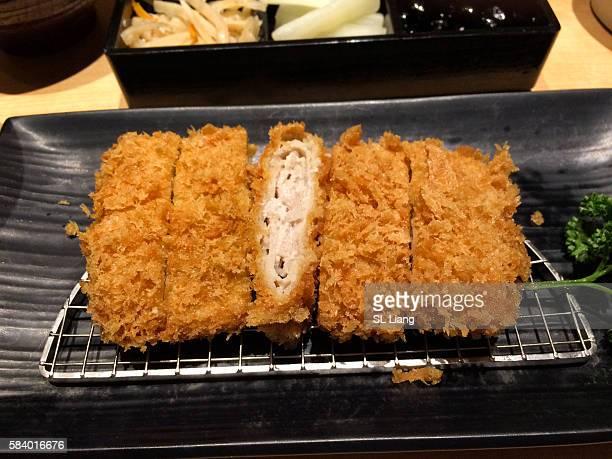 tonkatsu (pork cutlet) closed-up - tonkatsu imagens e fotografias de stock