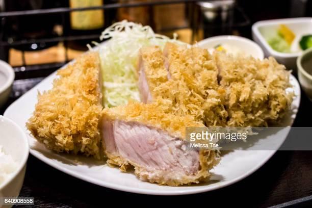 tonkatsu - deep fried pork cutlet - tonkatsu photos et images de collection