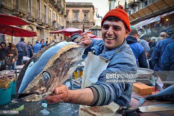 CONTENT] Tonno fresco con l'amo ancora in bocca Uno scatto fatto stamattina alla pescheria di Catania A fisherman selling his fresh tuna fish at the...
