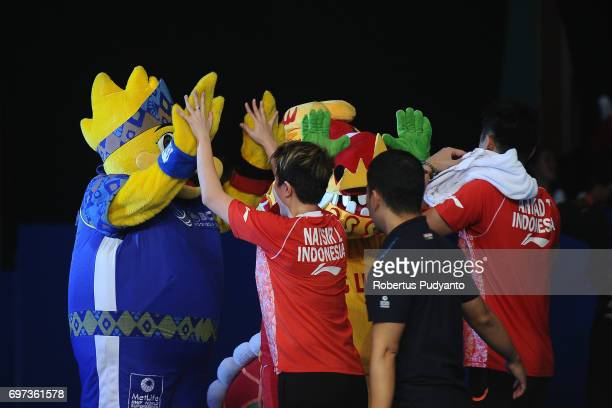 Tontowi Ahmad and Liliyana Natsir of Indonesia celebrate victory after beating Zheng Siwei and Chen Qingchen of China during Mixed Double Final match...