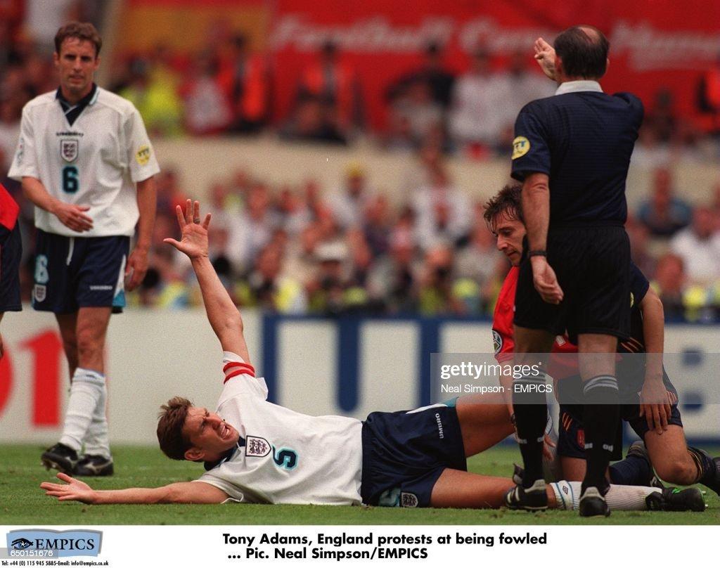 Soccer, Euro 96.  England v Spain, Wembley : News Photo