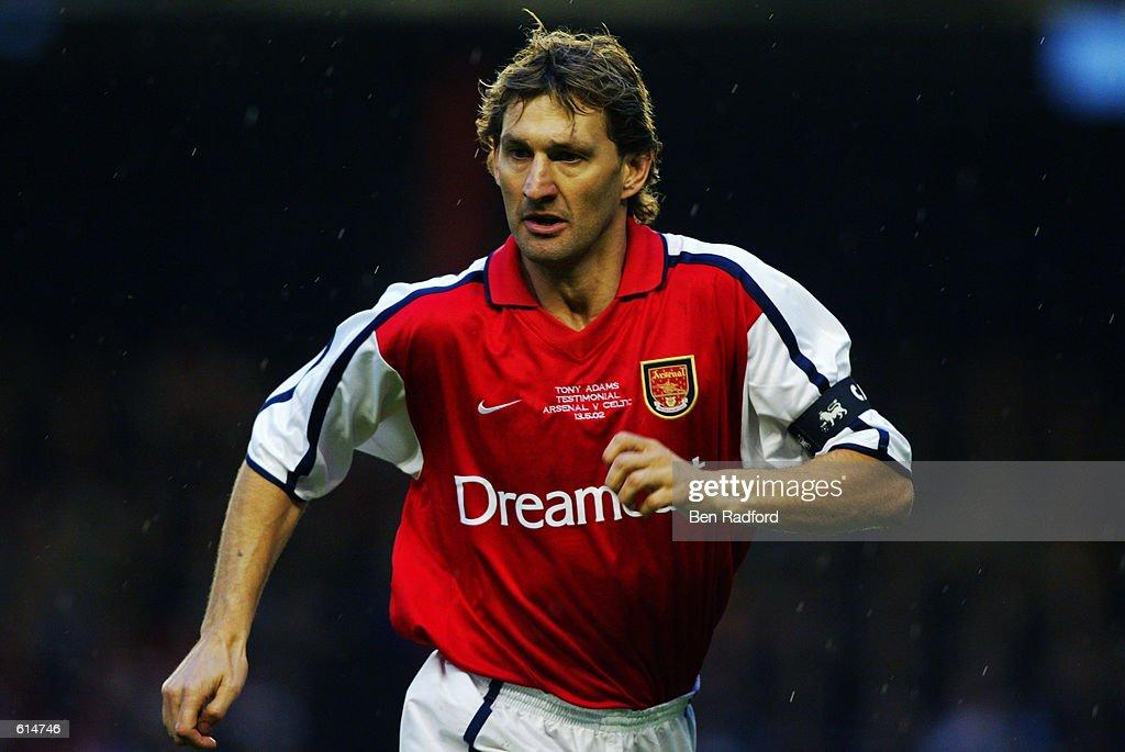 Tony Adams of Arsenal : News Photo