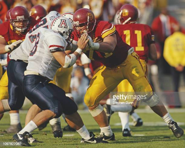 Tony Boselli Offensive tackle for the University of Southern California USC Trojans prepares for the play during the NCAA Pac10 Conference college...