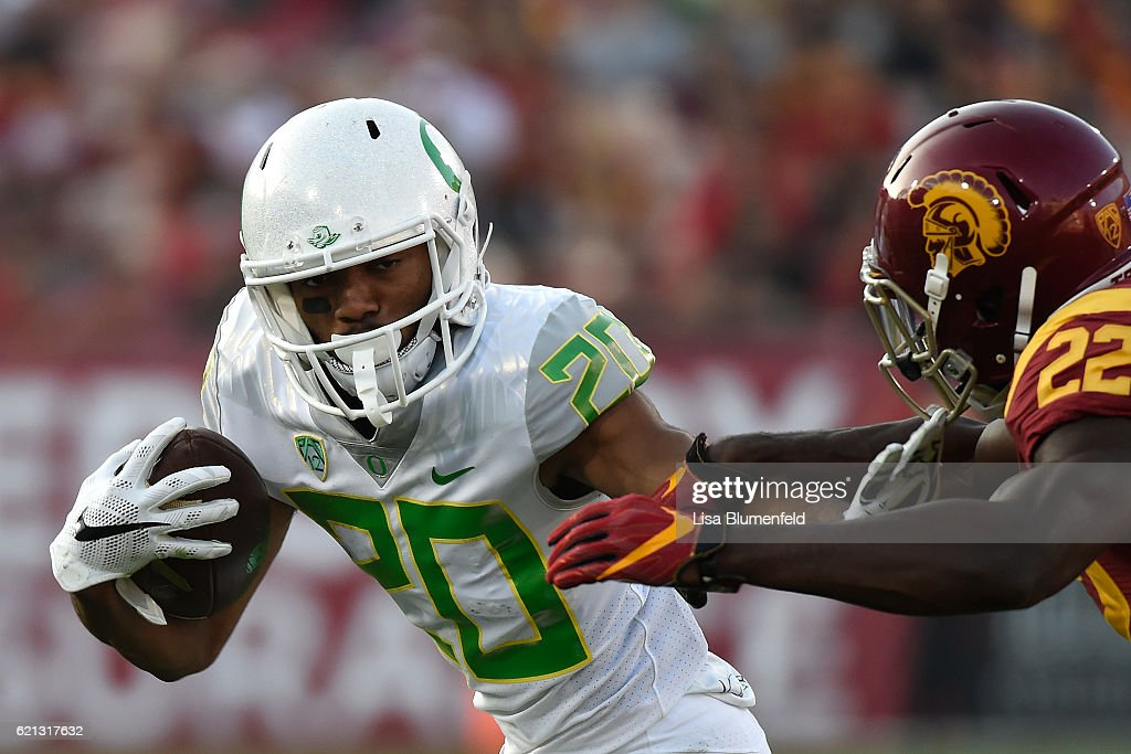 Tony Brooks-James #20 of the Oregon Ducks advances the ball in the first quarter against the USC Trojans at Los Angeles Memorial Coliseum on November 5, 2016 in Los Angeles, California.