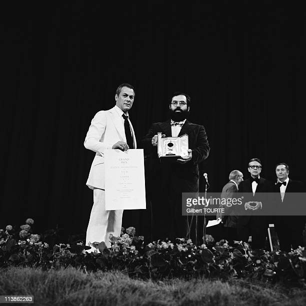 Tony Curtis and Francis Ford Coppola with the Palme d'or for his movie 'The Conversation' in 1974 in Cannes France