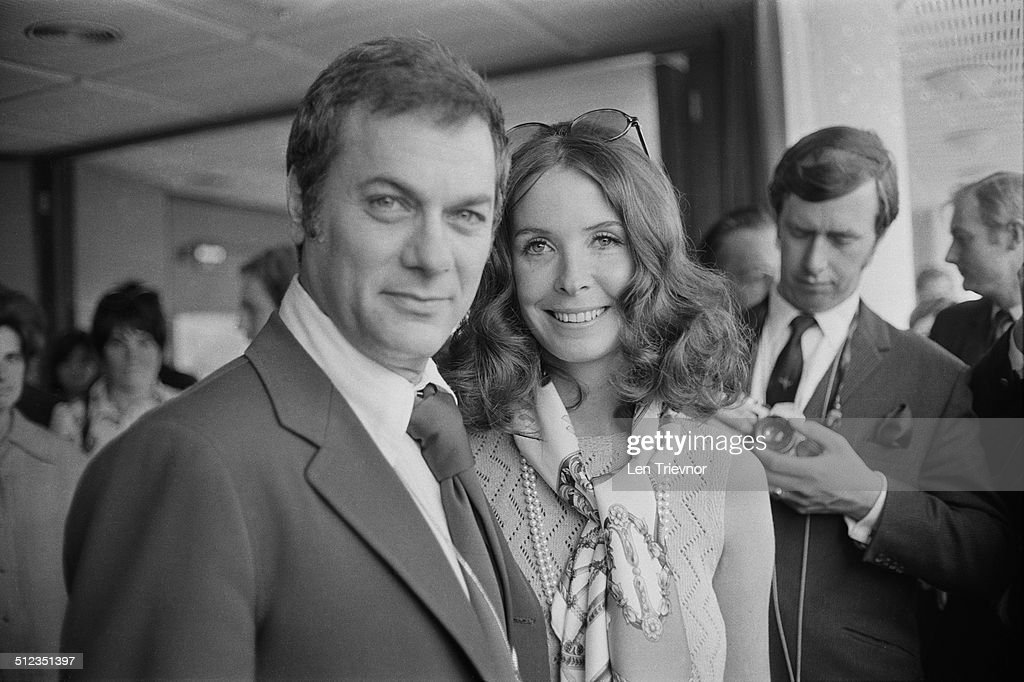 Tony Curtis And His Wife Leslie Allen In England To Promote Curtis