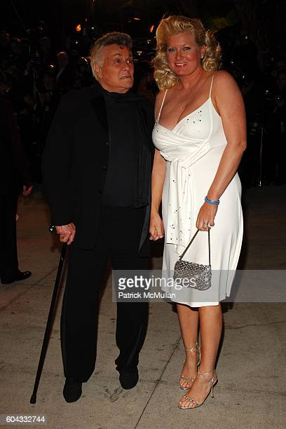 Tony Curtis and Jill Curtis attend Vanity Fair Oscar Party at Morton's Restaurant on March 5, 2006.