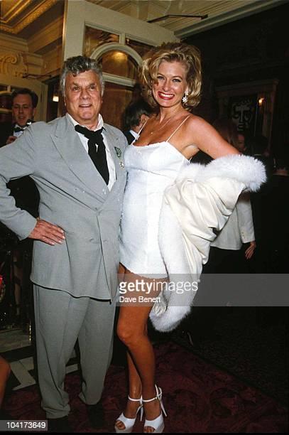 Tony Curtis and Jill Vandenberg attend the 1995 BAFTA Awards at the London Palladium on April 24, 1995 in London, England. Tonycurtisretro