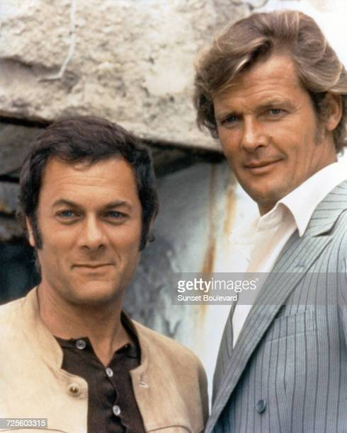 Tony Curtis and Roger Moore in a promotional portrait for the TV series 'The Persuaders' circa 1971
