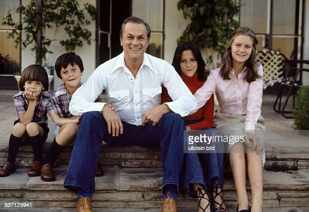 Tony Curtis Tony Curtis * Actor USA Curtis with his children Benjamin Nicolas Allegra and Alexandra 1979