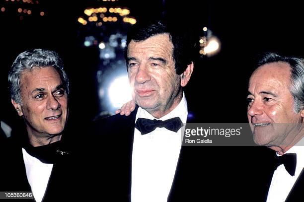Tony Curtis Walter Matthau Jack Lemmon during AFI Lifetime Achievement Award to Billy Wilder at Beverly Hilton Hotel in Beverly Hills California...