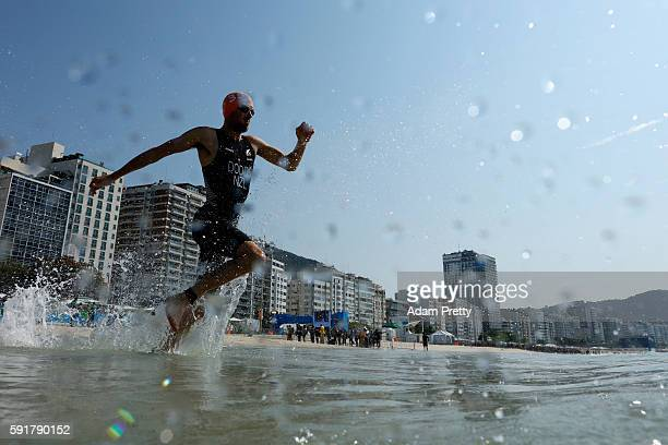 Tony Dodds of New Zealand competes during the Men's Triathlon at Fort Copacabana on Day 13 of the 2016 Rio Olympic Games on August 18, 2016 in Rio de...