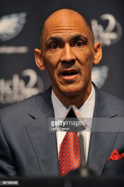Tony Dungy speaks at a press conference introducing Michael Vick at the NovaCare Complex on August 14 2009 in Philadelphia Pennsylvania Vick signed a...