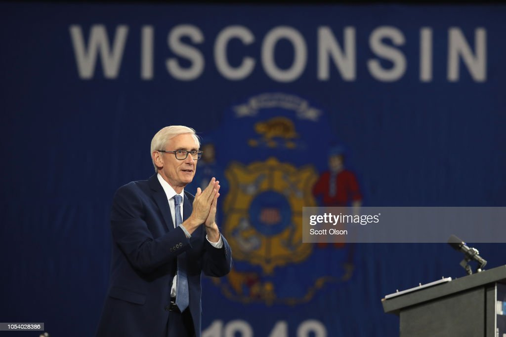 Former President Obama Campaigns With Wisconsin Democratic Candidates : News Photo