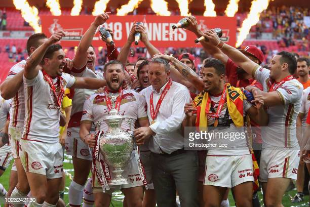 Tony Gigot Remi Casty of Catalans Dragons and Head Coach Steve McNamara of Catalans Dragons and team mates celebrate with the Challenge Cup during...