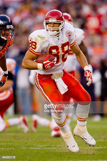 Tony Gonzalez of the Kansas City Chiefs catches a pass against the Denver Broncos at Invesco Field at Mile High on December 7, 2008 in Denver,...