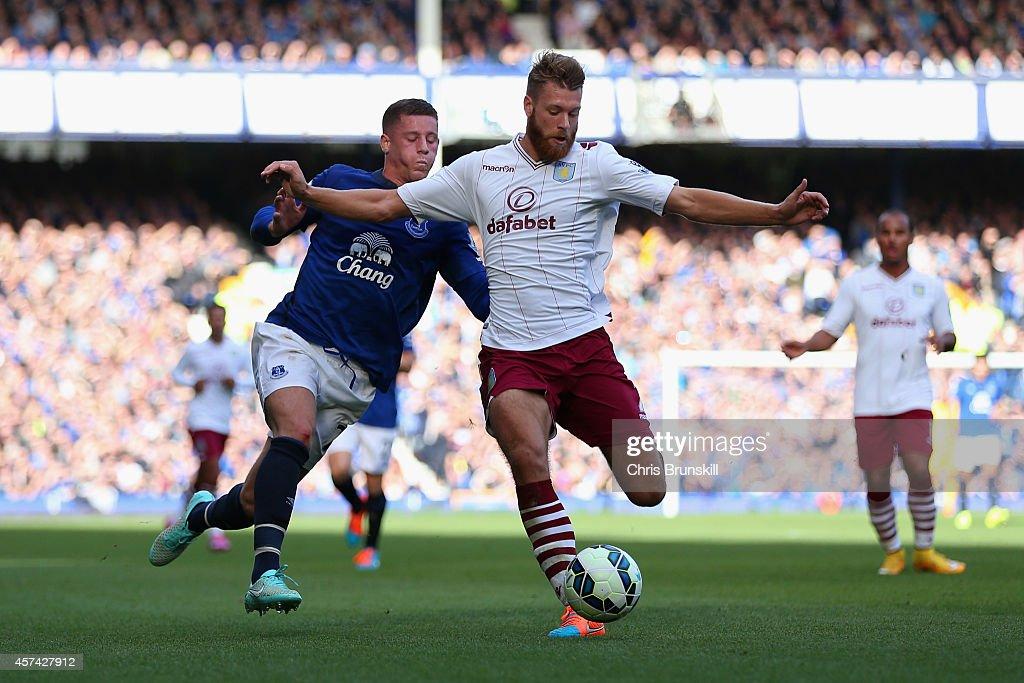 Everton v Aston Villa - Premier League : News Photo