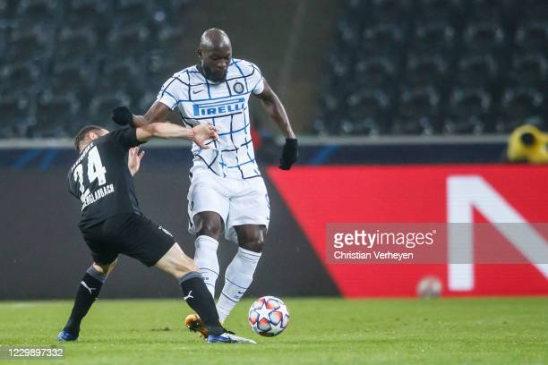Tony Jantschke of Borussia Moenchengladbach and Romelu Lukaku of Inter Mailand battle for the ball during the Group B - UEFA Champions League match...
