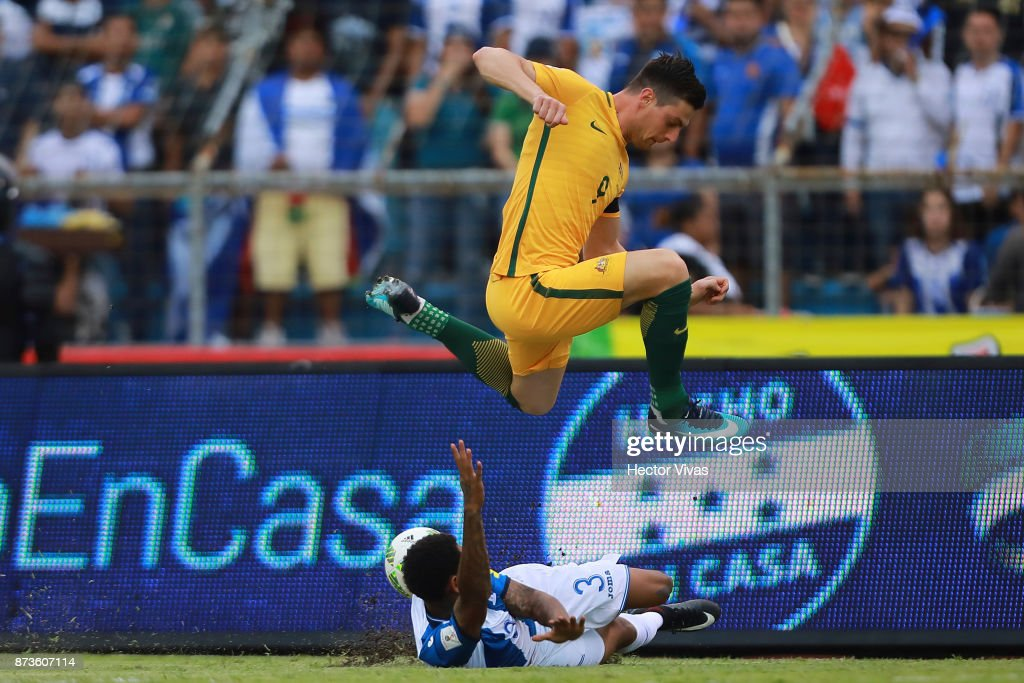 Tony Juric of Australia struggles for the ball with Henry Figueroa of Honduras during a first leg match between Honduras and Australia as part of FIFA World Cup Qualifiers Play Off at Estadio Olimpico Metropolitano on November 10, 2017 in San Pedro Sula, Honduras.