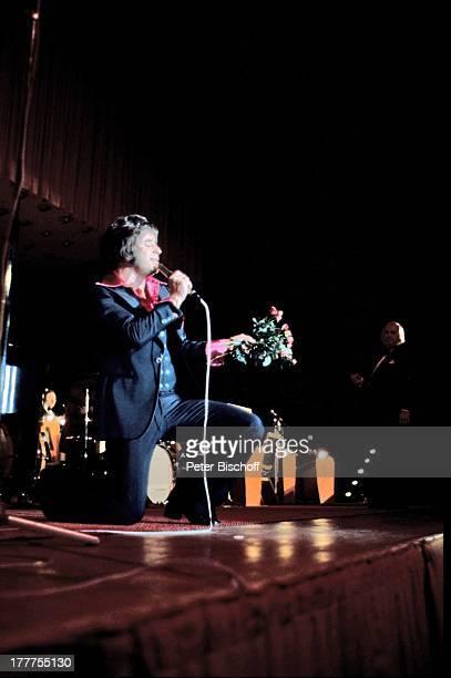 Tony Marshall, Deutschland, Europa, Bühne, Auftritt, singen, Blumenstrauss, Schlager-Sänger, Konzert, Volksmusik, LR/DH, ;