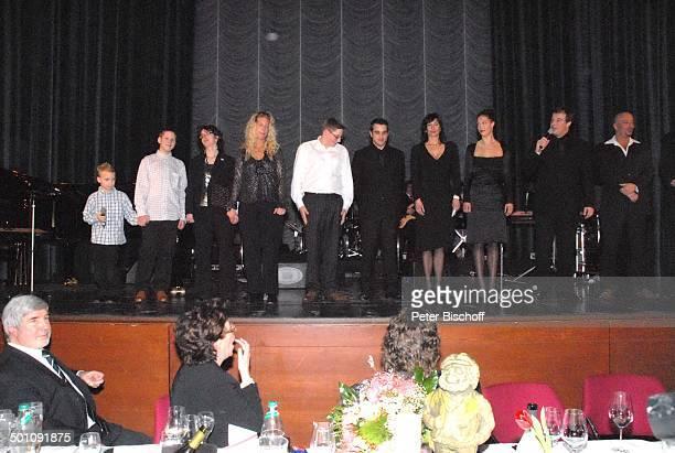 Tony Marshall, Ehefrau Gaby , Sohn Pascal Hilger, Sohn Marc Marshall , dessen Tochter Enkelin Mia (20, dessen Ehefrau Schwiegertochter Annette,...