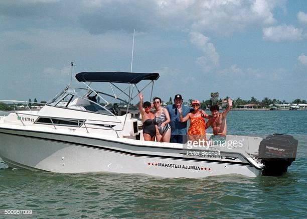 Tony Marshall mit Ehefrau Gaby, Tochter; Stella - , , Florida/Amerika/USA, Urlaub, Boot, Promi, Foto: P.Bischoff, (Photo by Peter Bischoff/Getty...