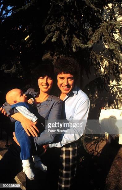 Tony Marshall mit Ehefrau Gaby und Tochter; Baby Stella - , , Homestory, Baden-Baden, Promi, Foto: P.Bischoff, (Photo by Peter Bischoff/Getty Images