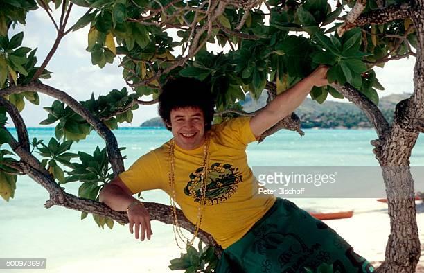 Tony Marshall PR für Schallplatte 'Bora Bora' Bora Bora Französisch Polynesien Südsee Australien Kette Wasser Meer Strand im Baum liegen...