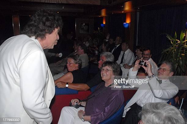 Tony Marshall Publikum Fans Kreuzfahrt auf der MS Albatros Insel Moorea FranzösischPolynesien Südsee GalaAuftritt in der Atlantik Lounge unter Deck...