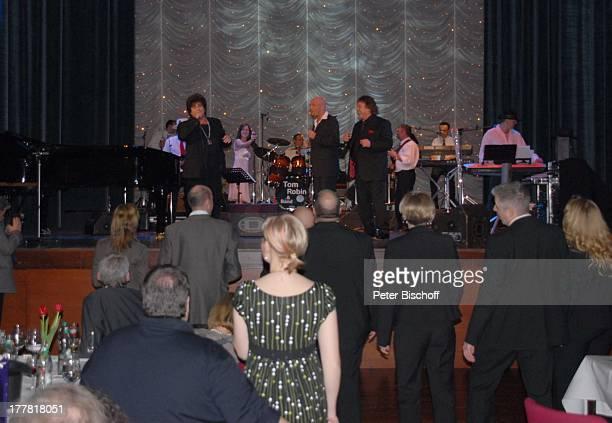 Tony Marshall, Sohn Pascal Hilger, Ricky Shayne , ganz rechts: Bandleader Tom Robbins, Geburtstags-Party zum 70. Geburtstag von T O N Y M A R S H A L...