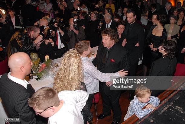Tony Marshall Sohn Pascal Hilger und Freundin Kirstin Enkel Maurice Ehefrau Gaby Enkel Julius Presse Geburtstagsgäste†berraschungsGeburtstagsParty...
