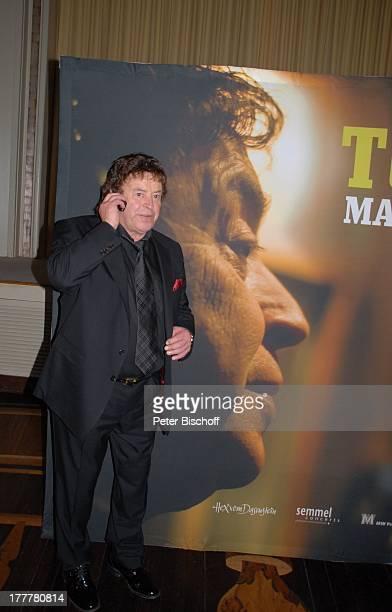 """Tony Marshall vor Plakat zur CD """"Tony Marshall wie nie"""" , Geburtstags-Party zum 70. Geburtstag von T O N Y M A R S H A L L, """"Kurhaus Baden-Baden"""",..."""