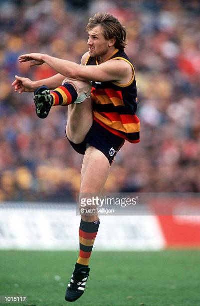 Tony Modra of Adelaide kicks for goal in the AFL 1st Qualifying Final match between the Adelaide Crows and the West Coast Eagles played at Football...