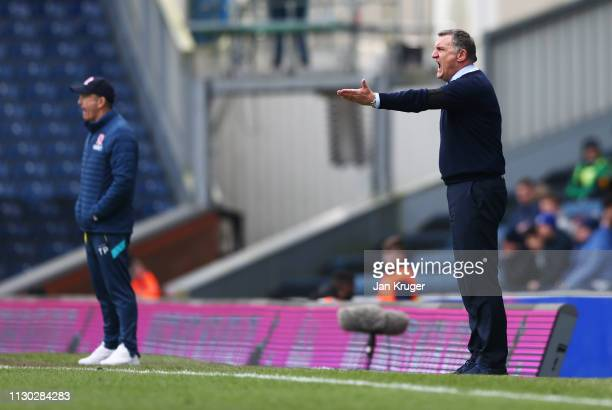 Tony Mowbray Manager of Blackburn Rovers gives instructions as Tony Pulis Manager of Middlesbrough looks on during the Sky Bet Championship match...