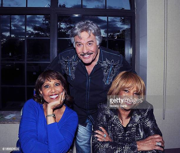 Tony Orlando and Dawn Joyce Vincent Wilson and Telma Hopkins attends 2016 Chiller Theatre Expo Day 1 at Parsippany Hilton on October 28 2016 in...