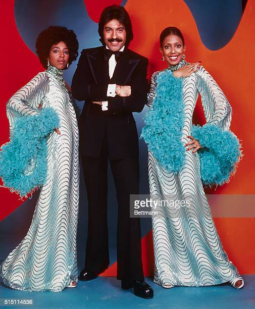 Tony Orlando and Dawn Left to right Joyce Vincent Wilson Tony Orlando and Thelma Hopkins pose together Joyce and Thelma wearing white with green gowns