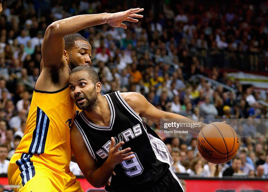 San Antonio Spurs v Alba Berlin - NBA Global Games 2014 : News Photo
