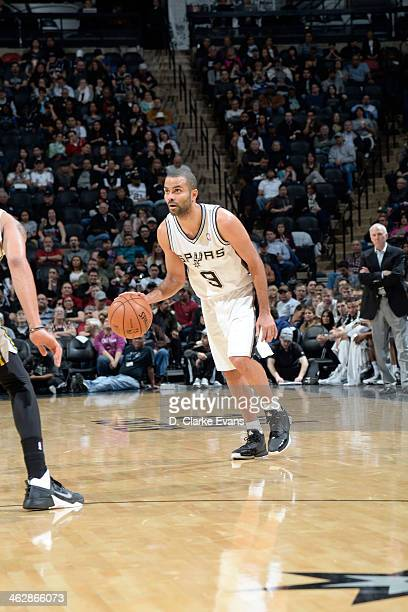 Tony Parker of the San Antonio Spurs drives against the Utah Jazz at the ATT Center on January 15 2014 in San Antonio Texas NOTE TO USER User...
