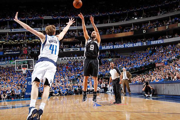 Tony Parker of the San Antonio Spurs vs. Mavericks