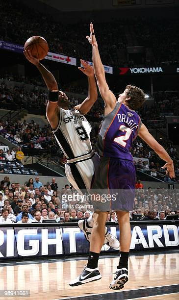 Tony Parker of the San Antonio Spurs shoots against Gordan Dragic of the Phoenix Suns in Game Four of the Western Conference Semifinals during the...