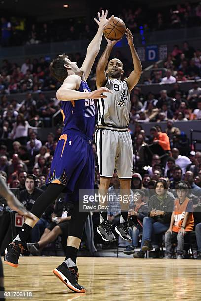 Tony Parker of the San Antonio Spurs shoots the ball against the Phoenix Suns as part of NBA Global Games at Arena Ciudad de Mexico on January 14...