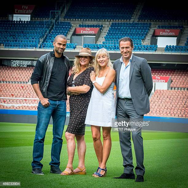 Tony Parker with his mother Pamela Firestone and Isabelle and Marco Pacchioni the founders of the brand Puresssentiel which he is the ambassador at...