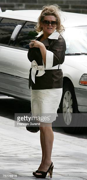 Tony Parker's mother Pamela Firestone arrives at the townhall to celebrate Eva Longoria and Tony Parker's civil wedding on July 6 2007 in Paris France