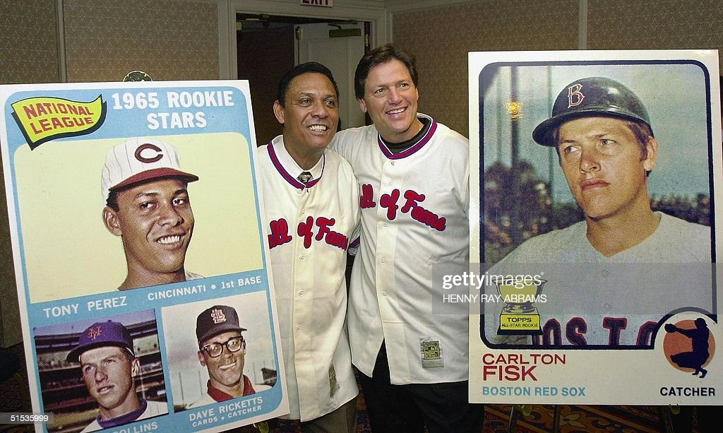 Tony Perez (L) and Carlton Fisk (R) pose with thei : News Photo