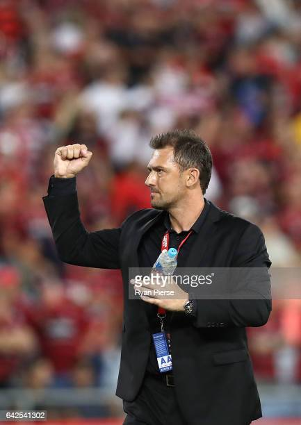 Tony Popovic coach of the Wanderers thanks the crowd after the round 20 ALeague match between the Western Sydney Wanderers and Sydney FC at ANZ...