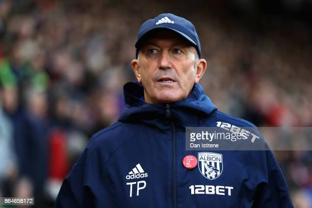 Tony Pulis Manager of West Bromwich Albion looks on during the Premier League match between Southampton and West Bromwich Albion at St Mary's Stadium...